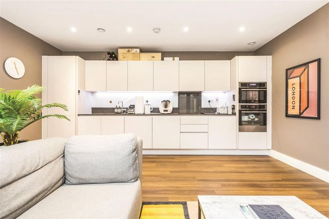 Thumbnail Flat for sale in Westleigh Avenue, London