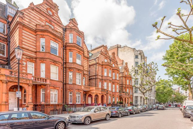 Thumbnail Flat for sale in Sloane Gardens, Sloane Square