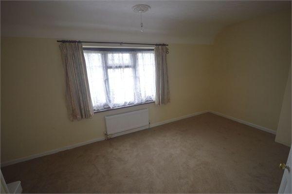 3 bed terraced house to rent in Ellerton Road, Dagenham, Essex