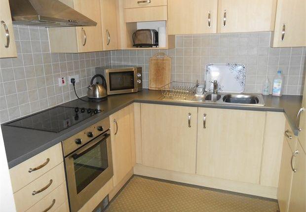 Flat to rent in Kings Road, Marina, Swansea