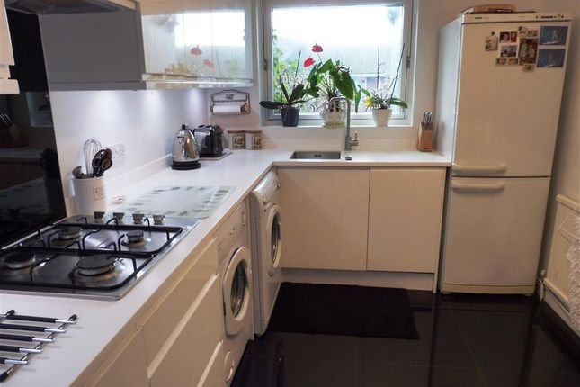 Thumbnail Property to rent in Sir John Moore Avenue, Hythe