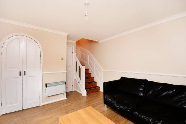 Thumbnail Property to rent in Coopers Close, Whitechapel