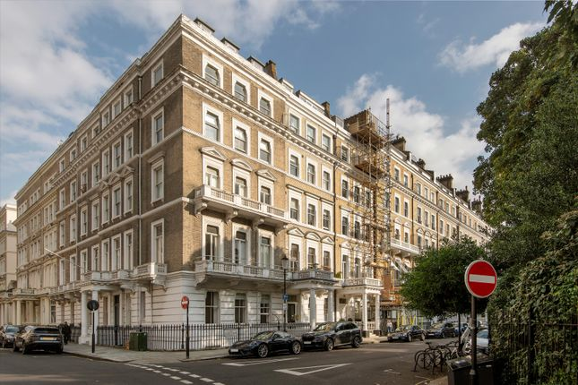 1 bed flat for sale in Queen's Gate Gardens, London SW7