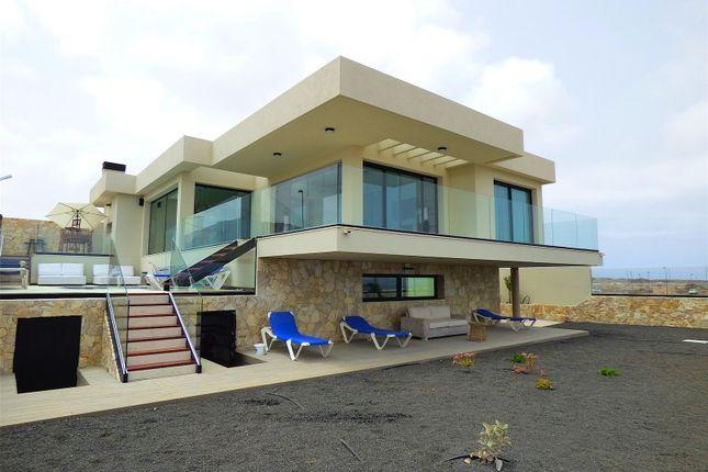 Thumbnail Villa for sale in Corralejo, 35660, Spain