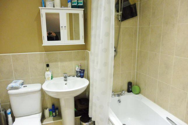 Family Bathroom of Mayflower Way, Wombwell S73