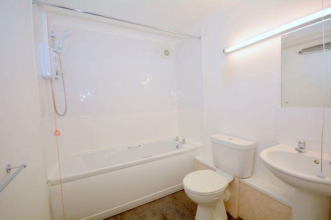 Bathroom of Stratheden Court, Torquay TQ1