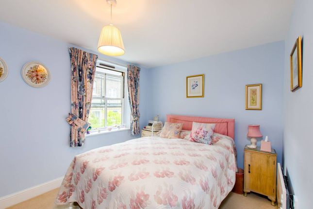 Thumbnail Flat for sale in Wordsworth Place, Kentish Town