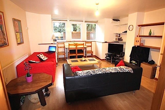 2 bed shared accommodation to rent in Kelso Road, Leeds