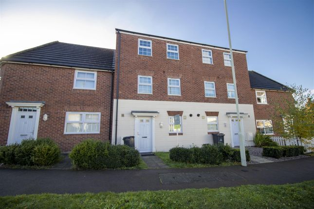 Thumbnail Town house to rent in Brize Avenue Kingsway, Quedgeley, Gloucester