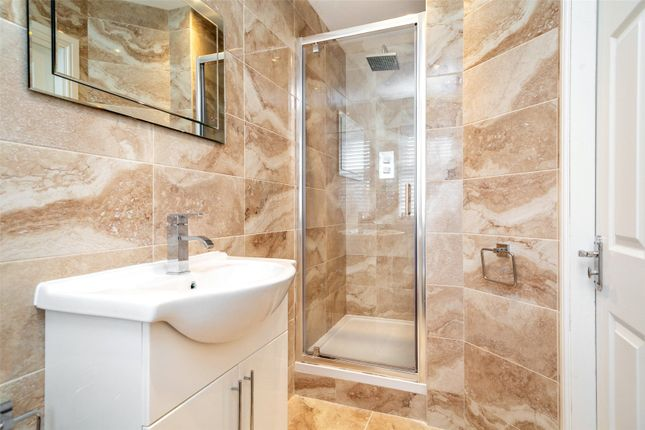 Master Ensuite of Highfield Grove, Bubwith, Selby YO8