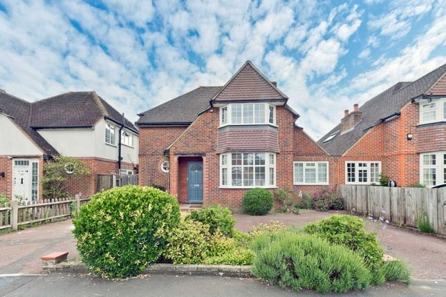 4 bed detached house to rent in Basingfield Road, Thames Ditton KT7