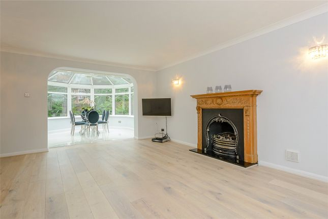 Thumbnail Bungalow for sale in Snows Paddock, Windlesham, Surrey