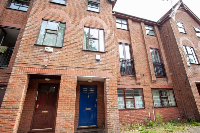 Thumbnail Terraced house to rent in Victoria Road, Fallowfield