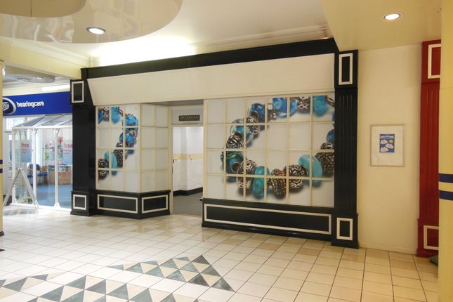 Retail premises to let in Riverside Shopping Centre, Evesham, Worcestershire