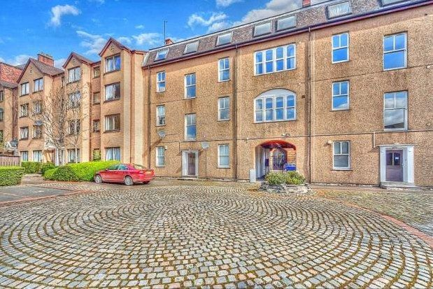 3 bed flat to rent in Bell Street, Glasgow G4