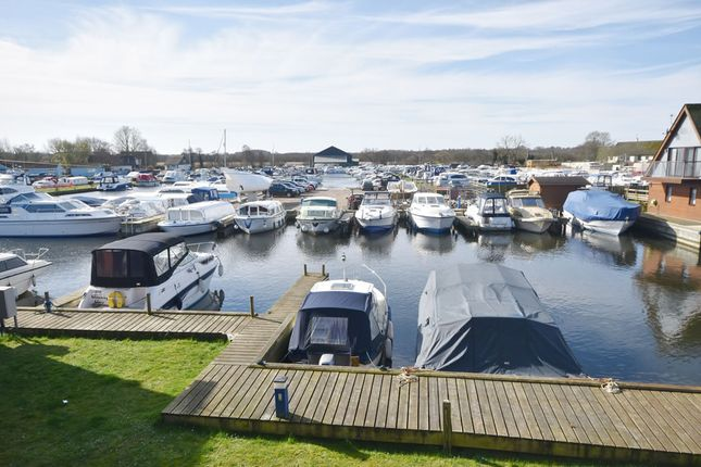 Ferry Marina Horning Nr12 2 Bedroom Flat For Sale