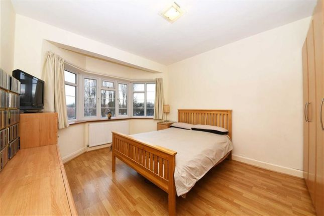 3 bed flat for sale in Hendon Way, Hendon, London