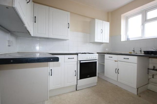 Thumbnail Maisonette to rent in Wayside, Fieldway, New Addington, Croydon