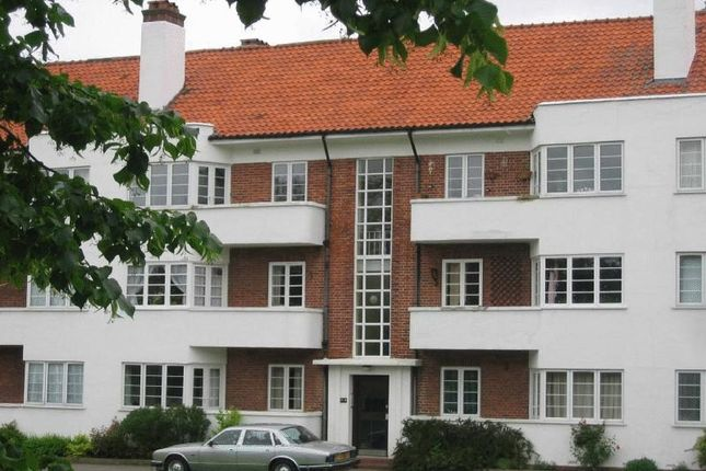 Thumbnail Flat to rent in Hollywood Court Deacons Hill Road, Elstree, Hertfordshire