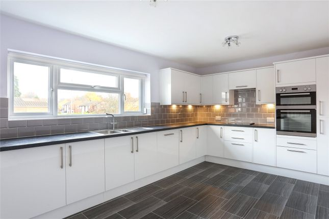 Thumbnail Flat to rent in Yorktown Road, Sandhurst, Berkshire