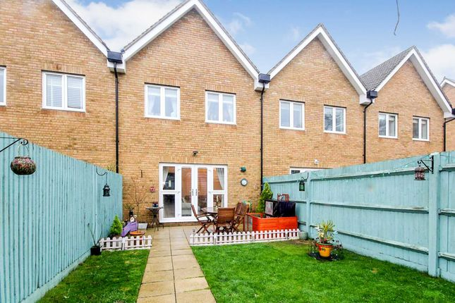 3 bed property for sale in modern 3 bed with ensuite nash for Modern house zoopla
