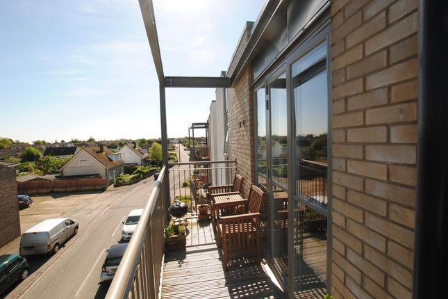 Thumbnail Flat to rent in Butlers Drive, Carterton, Oxon