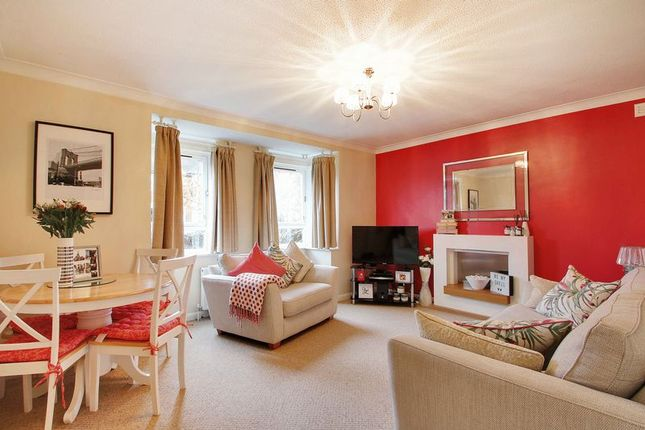 Thumbnail Flat for sale in Parkview Road, London