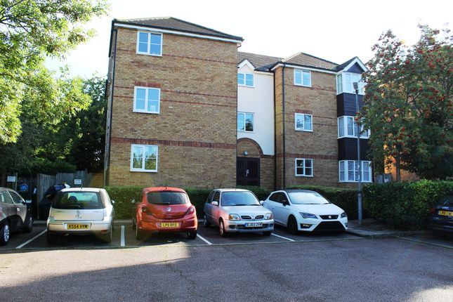 Thumbnail Flat for sale in Chagny Close, Letchworth Garden City