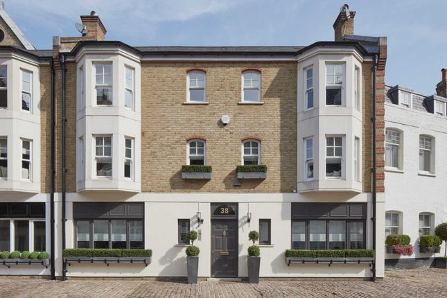 Thumbnail Mews house for sale in Pont Street Mews, London