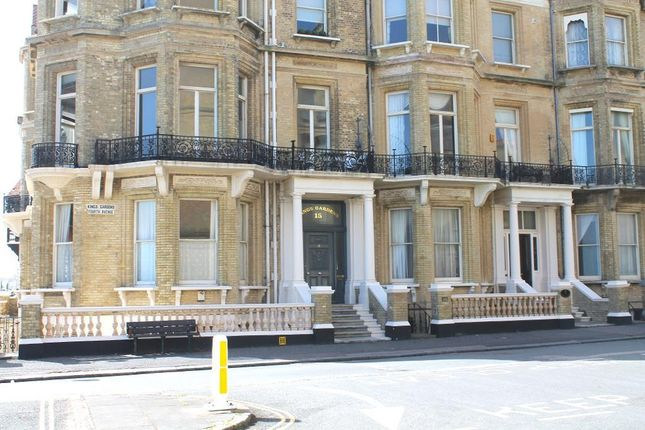 Thumbnail Flat to rent in Kings Gardens, Hove