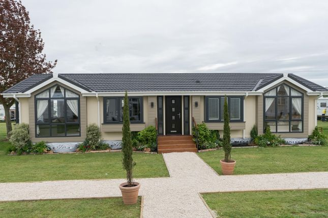 Thumbnail Mobile/park home for sale in Hurn Road, Matchams, Ringwood
