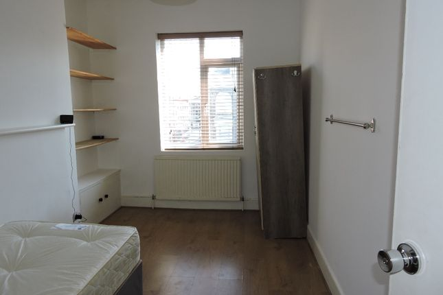 Flat to rent in Seven Sisters Road, Finsbury Park