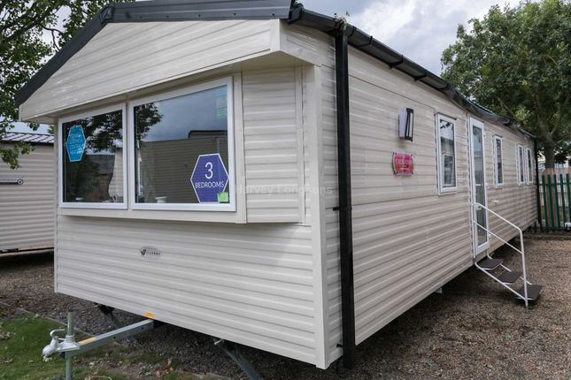 Thumbnail Mobile/park home for sale in St Osyth, Clacton On Sea, Essex