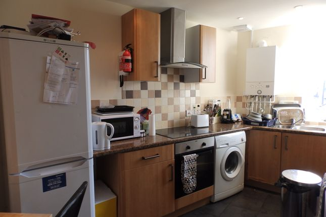 Thumbnail Shared accommodation to rent in Coed Saeson Crescent, Swansea