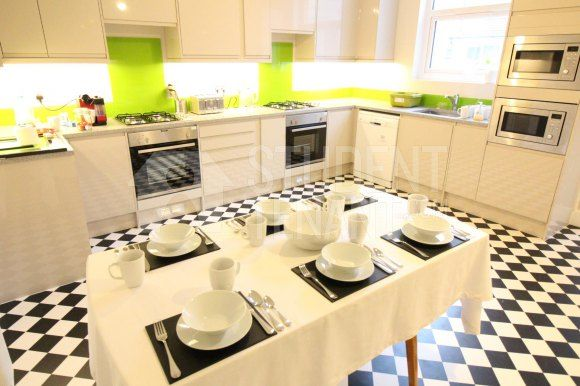 Thumbnail Shared accommodation to rent in Elphinstone Road, Southsea