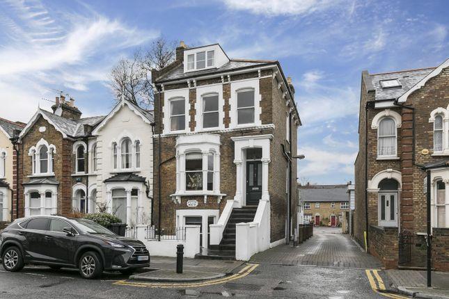 Thumbnail Maisonette for sale in Grayling Road, London