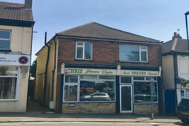 Thumbnail Flat to rent in Frindsbury Road, Strood, Rochester