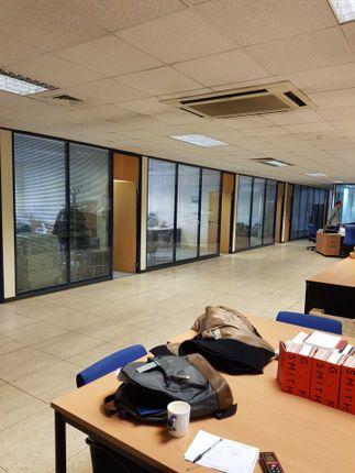 Office to let in Crimscott Street, London