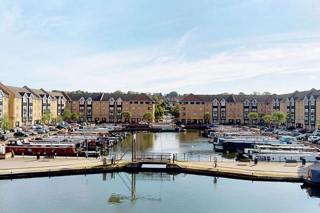 Thumbnail Flat for sale in Stephenson Wharf, Hemel Hempstead