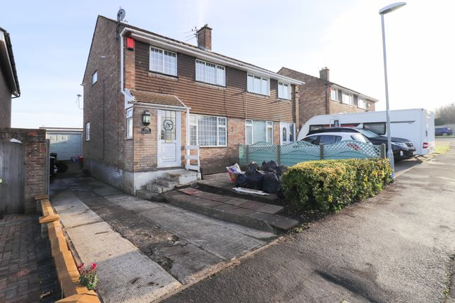 Front of Farman Close, Swindon SN3