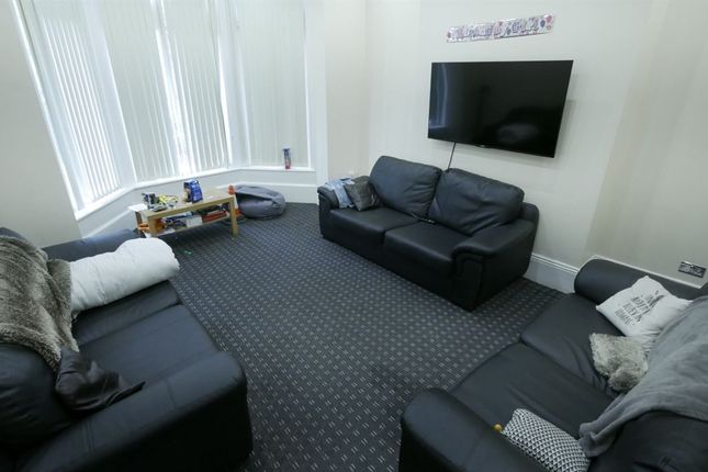 Thumbnail Property to rent in Kirkstall Lane, Headingley, Leeds