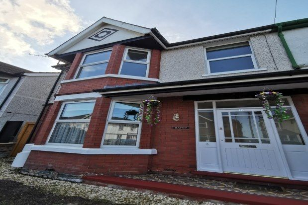 2 bed flat to rent in Pendorlan Avenue, Colwyn Bay LL29