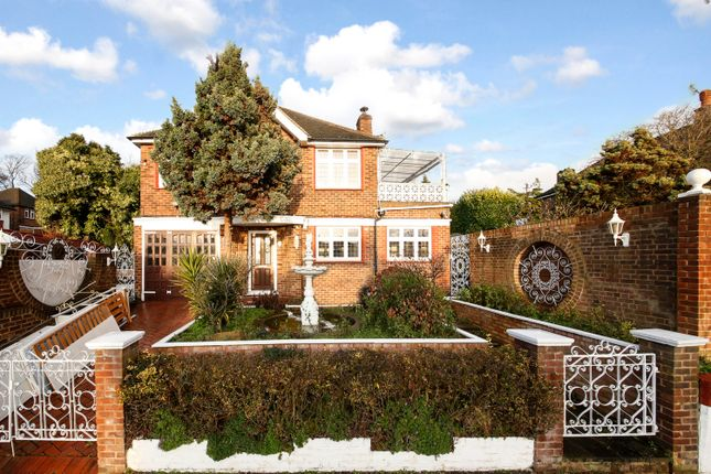 Thumbnail Detached house to rent in Waddington Way, Upper Norwood, London