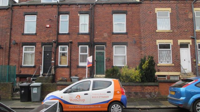 2 bed terraced house to rent in Parkfield View, Beeston, Leeds LS11