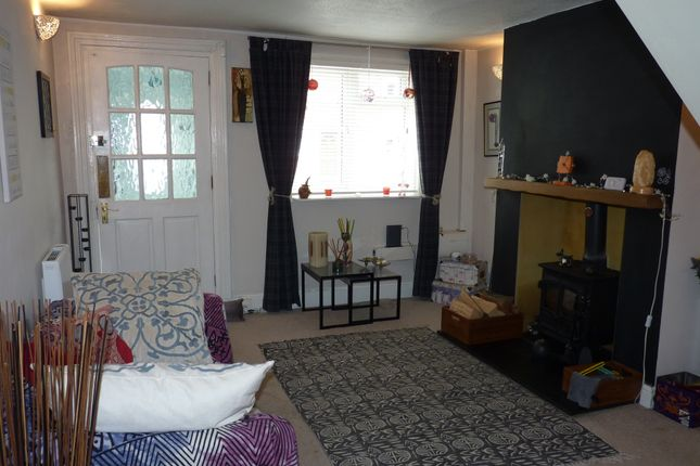 Thumbnail 2 bed detached house to rent in Kings Road, Godalming