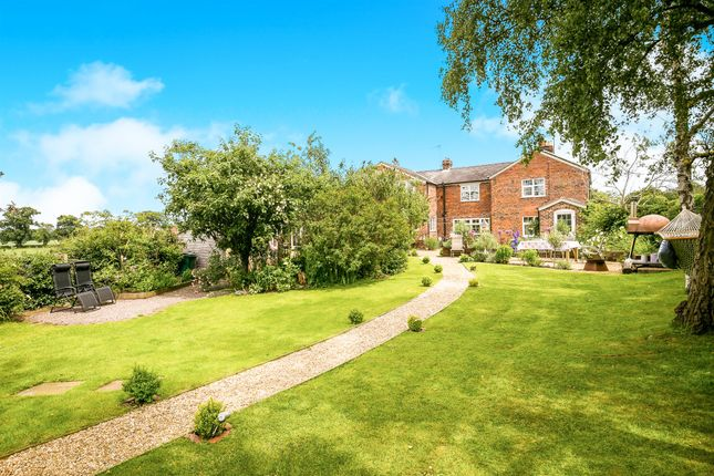 Thumbnail Cottage for sale in Cross Lanes, Oscroft, Chester