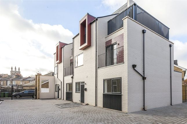 Thumbnail Semi-detached house for sale in Huntley Close, London