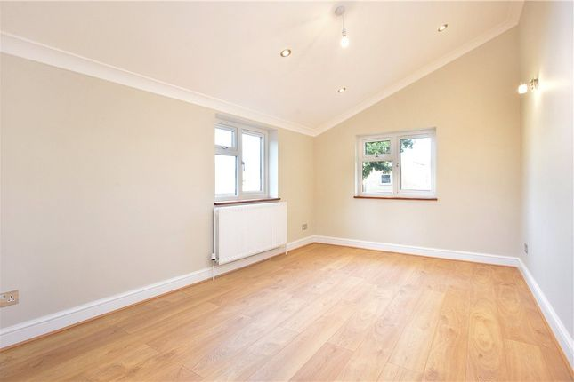 Thumbnail Flat for sale in Hollydale Road, Peckham Rye, London