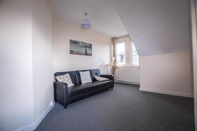 Lounge of 45d Primrose Street, Alloa, Cackmannanshire FK10 1Jj
