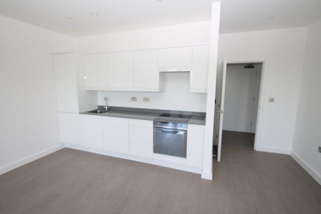 Thumbnail Flat to rent in Grosvenor Road, St.Albans